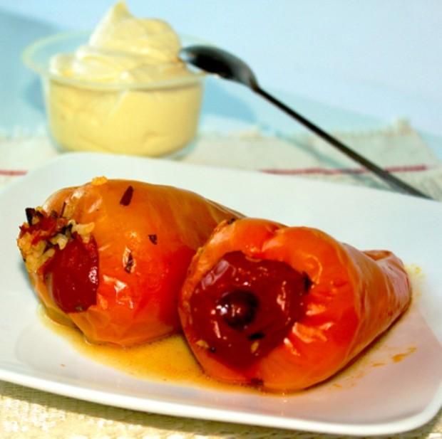 Перец, фаршированный овощами и рисом