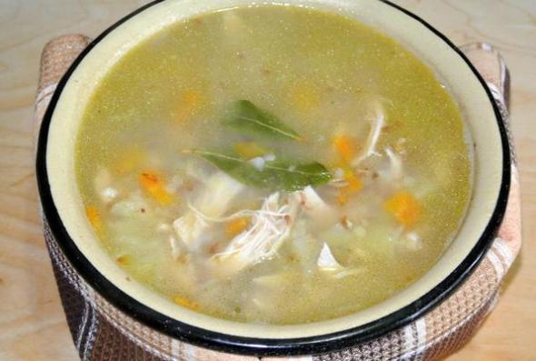 Варим гречневый суп с куриной грудкой до готовности