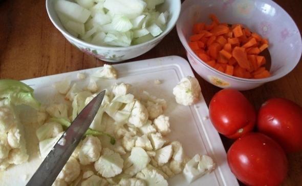 Грибная икра из маслят, шаг 1 - нарезаем овощи