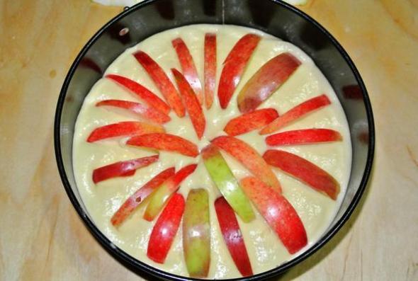 Яблочный пирог на сметане -  шаг 4