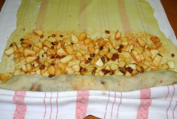 Шаг 10 - выкладываем яблоки