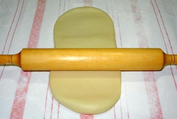 Шаг 6 - раскатываем тесто