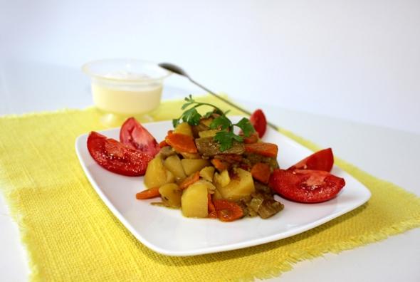 Картофель с грибами и овощами фото