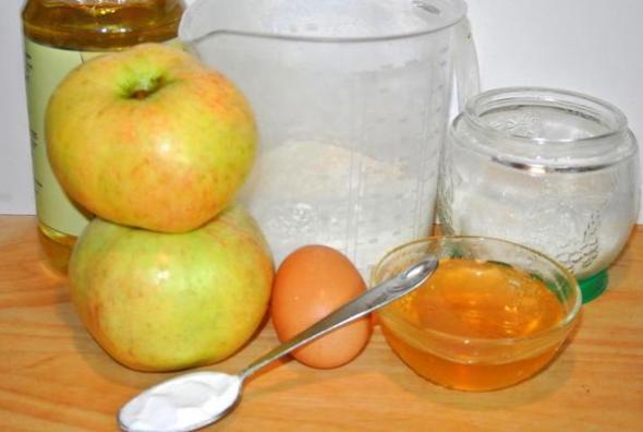 Ингредиенты для маффинов с яблоками и медом