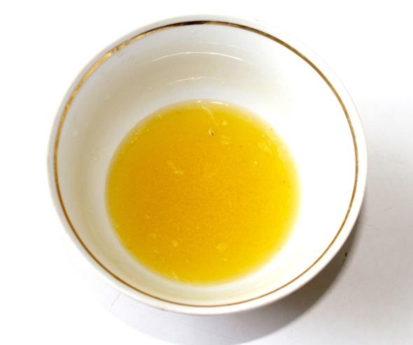 Смешать мед с лимонным соком
