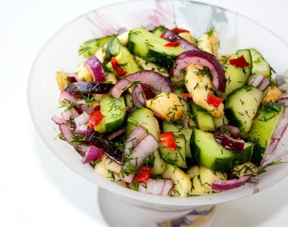 Салат из огурцов и яблок - итоговое фото