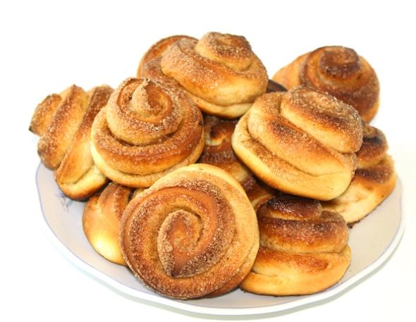 Вкусные сдобные булочки с корицей - итоговое фото