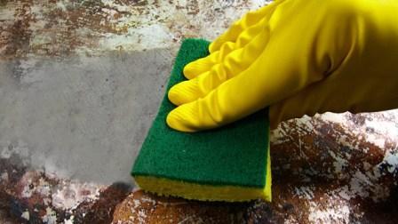 Специальные губки помогают очищать поверхности из нержавеющей стали