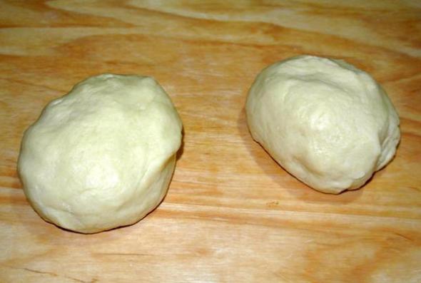 Пирог с яблоками и заварным кремом, шаг 3 - делим тесто на части
