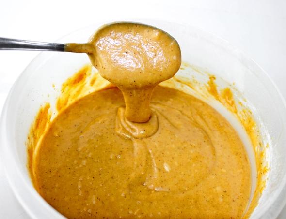 Шаг 8 - вливаем тесто в форму