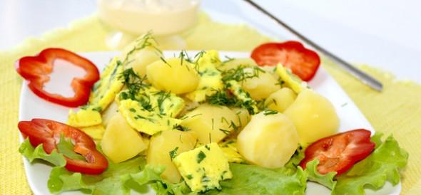 Салат из картофеля с омлетом