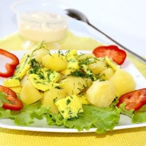 Салат с картофелем и помидорами