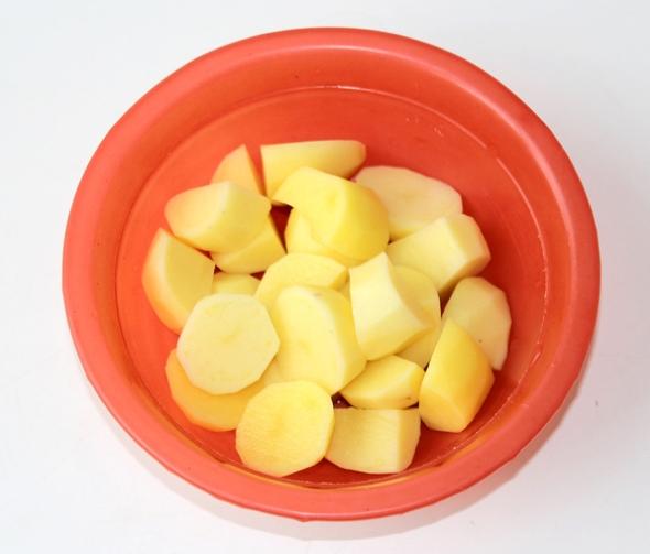 Теплый картофельный салат - шаг 1