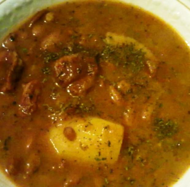 Тушеное мясо с фасолью и картошкой