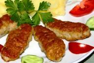Колбаски из мясного фарша мититеи с картофельным пюре