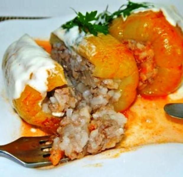 Болгарский перец с фаршем и рисом