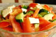 Салат с брынзой, помидорами и огурцами