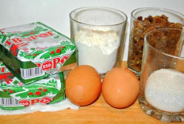 Сырники с изюмом - ингредиенты