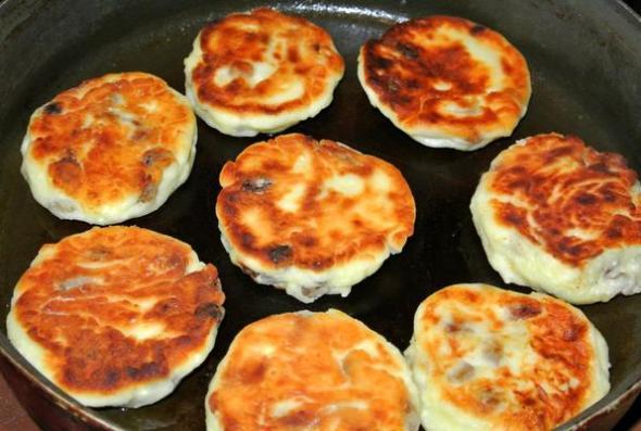 Шаг 4 - обжариваем сырники