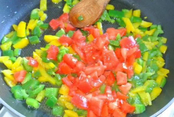Менемен - шаг 2 - добавляем помидор