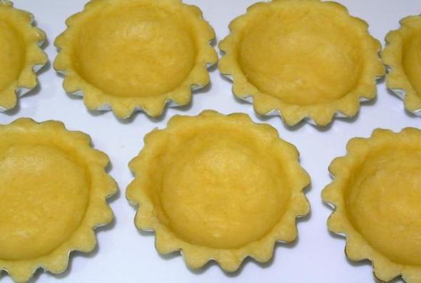 Шаг 5 - распределяем тесто по формочкам