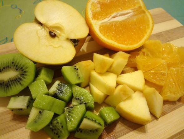 Шаг 13 - выложите фрукты в корзинку