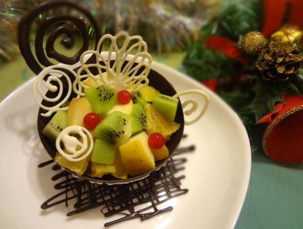Шаг 14 - украсьте блюдо декором из шоколада