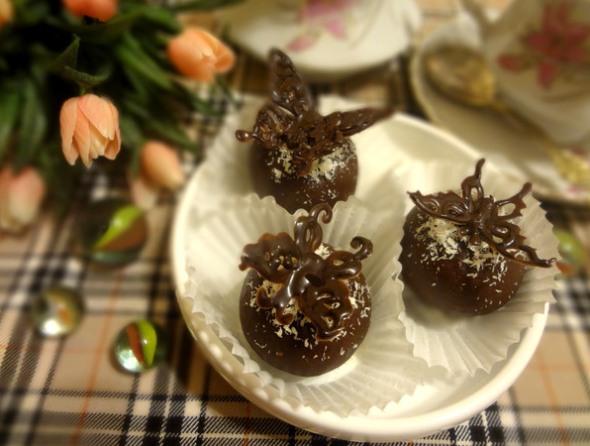 Шаг 14 - украсьте бабочками десерт