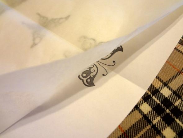 Шаг 4 - закрепите пергаментную бумагу степлером