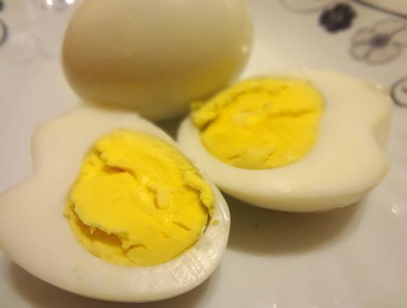 Шаг 4 - измельчите яйца