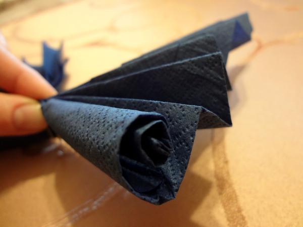 Бабочки из салфетки - шаг 10