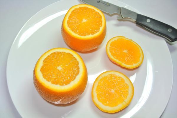 Фруктовый салат в апельсиновых пиалах – шаг 1