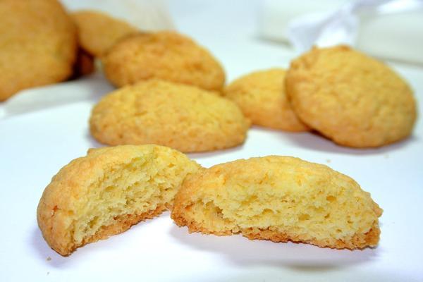 Кукурузное печенье готово - осталось его остудить
