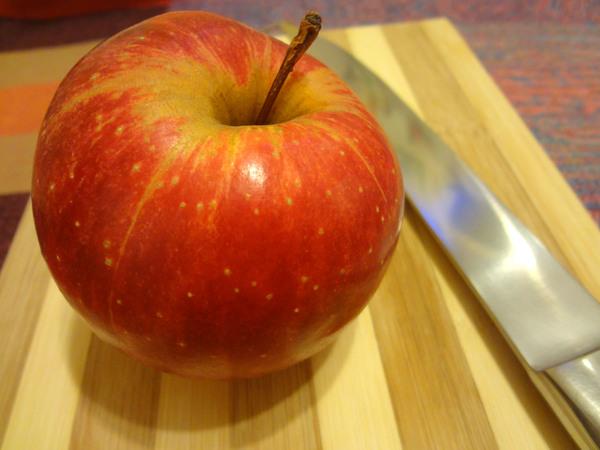 Инструменты для изготовления лебедя из яблок
