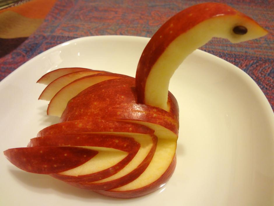 Покажите как сделать яблоку
