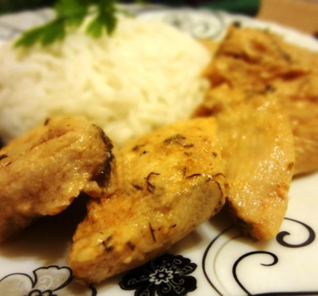 Куриное филе в маринаде, тушенное на сковороде