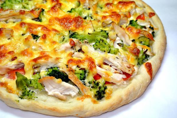 Пицца с курицей и брокколи – итоговое фото