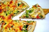 Пицца с куриным филе и овощами