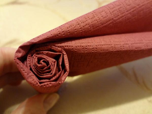 Розы из салфеток - шаг 6