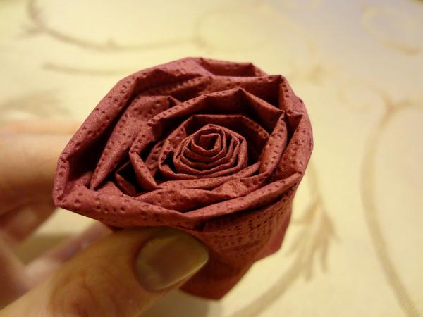 Розы из салфеток - шаг 7
