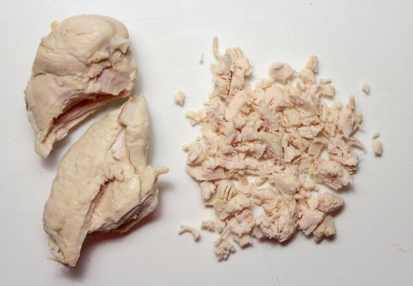 Шаг 4 - нарежьте куриное филе