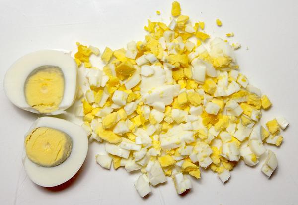 Шаг 5 - нарежьте яйца