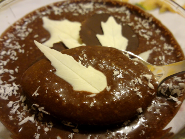 Листья из шоколада для декора десертов
