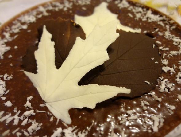 Шаг 7 - шоколадные листики