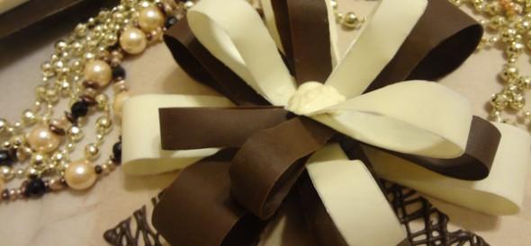 Украшение для торта: шоколадный бант