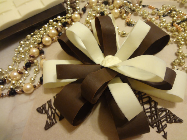 Шоколадный бант для торта - итоговое фото