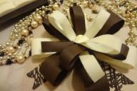 Бант из белого и темного шоколада для торта