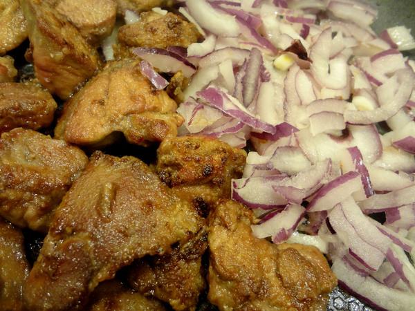 Теплый салат с куриной печенью – шаг 5