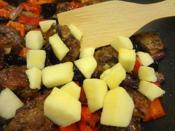 Теплый салат с куриной печенью – шаг 7