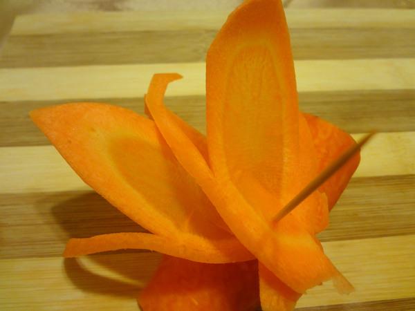 Цветы из моркови - шаг 7